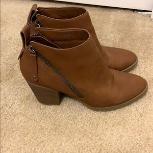 BROWN ANKLE BOOTS / BOOTIES!  REALLY CUTE!